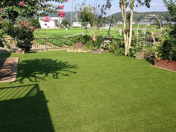 人工芝エクスターフのあるお庭