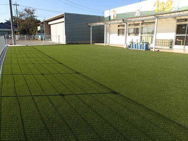 人工芝を敷いた幼稚園